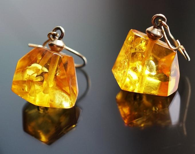 4g. Genuine Yellow Baltic Amber Earrings
