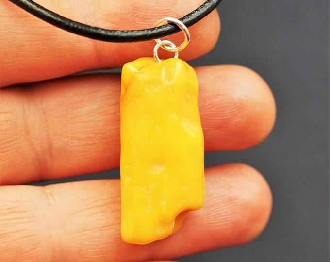 3,8g Handmade White Amber Pendant