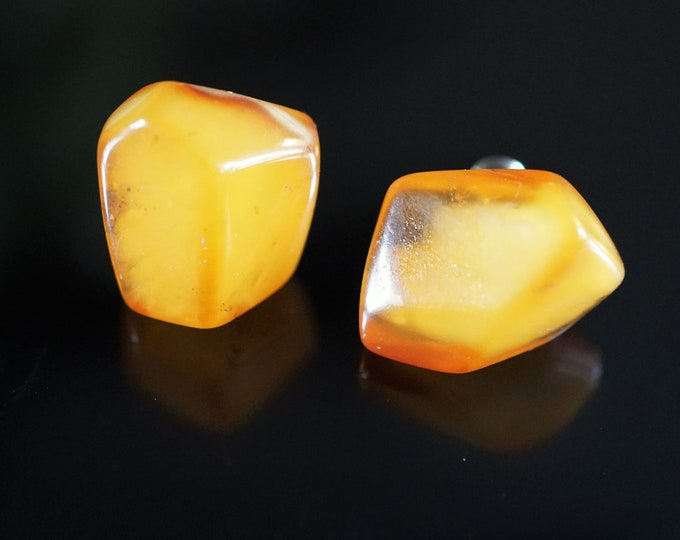 2,7g. Big Natural Butterscotch Baltic Amber Stud Earrings