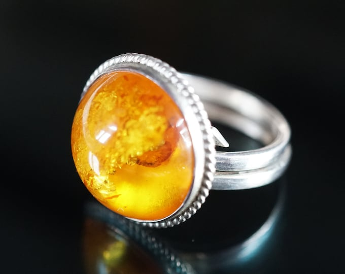 6,7g Natural Baltic Amber Sterling Silver Round Ring, Yellow Amber