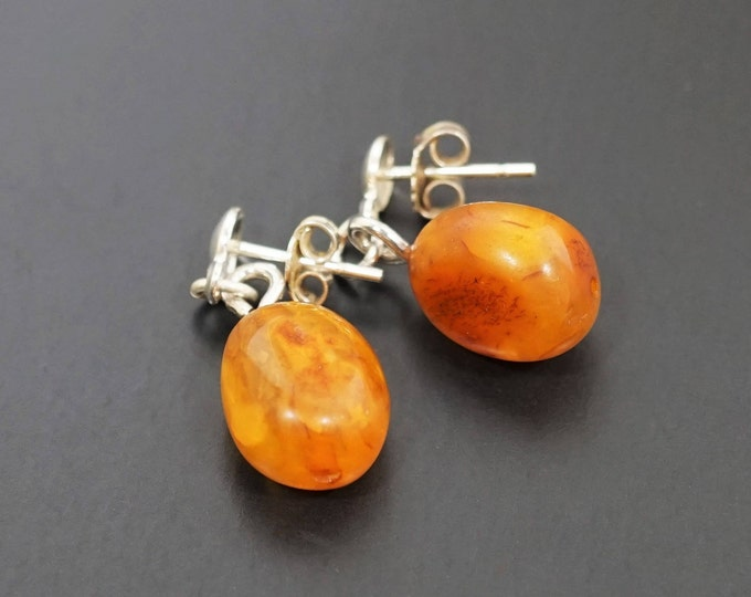 2.3g. Natural Baltic Amber Stud Earrings