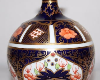 "Royal Crown Derby - Imari 1128 - 4 3/4"" Globe Vase - 1920"