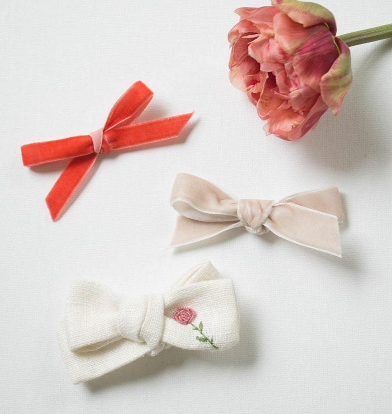 Personalized Bow Alligator clip or nylon band Embroidered Bow Baby Bow April Birth Flower Bow Daisy bow Linen Schoolgirl Bow