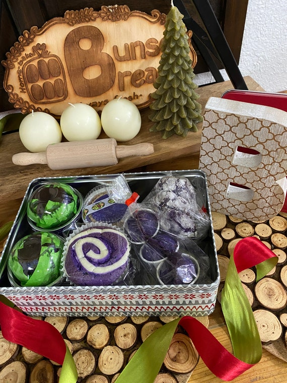 HOLIDAY ITEM Holiday Ube CAKE Box Sharing Size 22 ct - check item details for list of contents