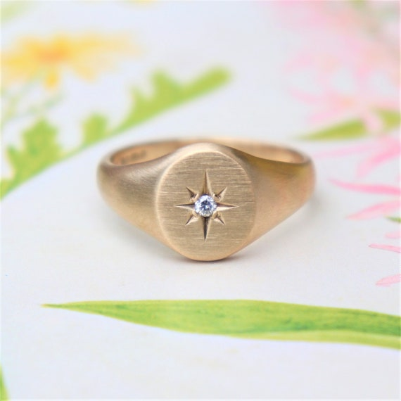 H Personalise Real 375 9ct Gold Engravable Childrens Round Signet Ring Size A