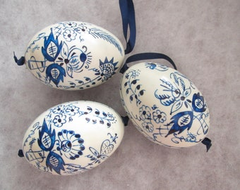 easter egg 3 real chicken eggs adorned with traditional painting technique blue white onion pattern