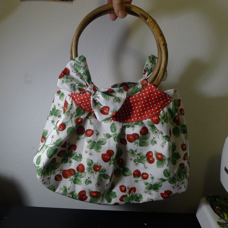 Red Strawberries Cotton Tote with Bows Retro Vintage Pinup Rockabilly Summer Tiki ...... Wood Handles White
