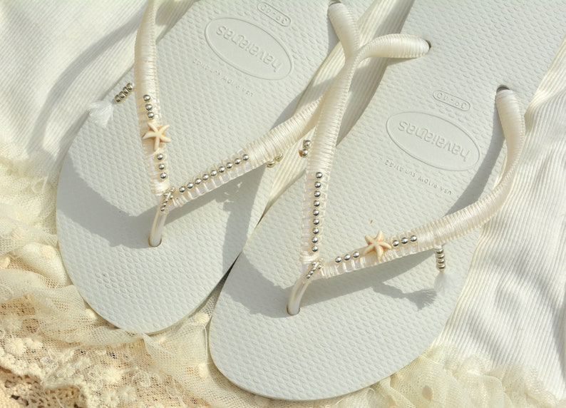 0991e2632758 Wedding Flip Flops Bridal Flip Flops Bridesmaid Flip Flops