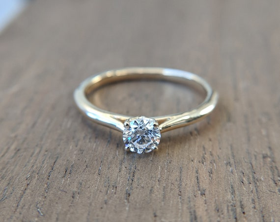 Solitaire Moissanite Ring - Round brilliant Cut - White Gold Rose Gold Yellow Gold
