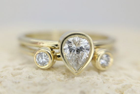 Pear Diamond Ring Set // Pear Diamond Engagement Ring Set // Two Round Diamond Wedding Ring // Engagement & Wedding Rings // Gold Ring Set