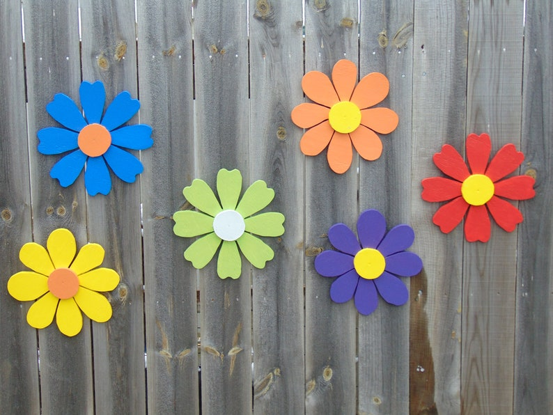 Use wrought iron decor and other metallic decorations for your yard, but hang them on the fence instead. Here are some quick and easy ways to decorate your garden fence.