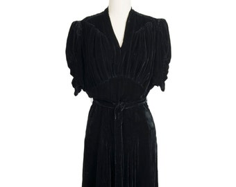 Beautiful vintage 1930s black V-neck LBD silk velvet gown - Glamorous Thirties nipped-in waist short sleeve midi dress