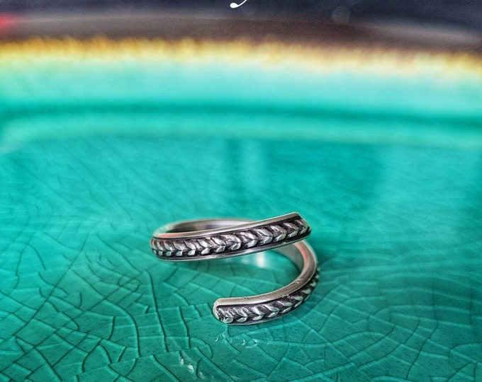 Adjustable, Handmade, Wheat/Double Leaf Patterned Spiral Band, Sterling Silver Ring, Fashioned From 8 Gauge Wire TBK090321