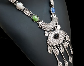 Ethnic necklace with the Bohemian inspirations
