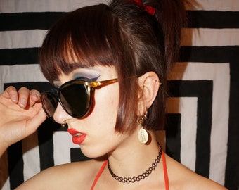 b7363ffb2dcf Vintage 90s   Y2K Black and Gold Cat Eye Sunglasses