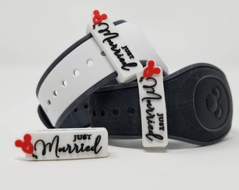 Just Married slider for use with Disney Magic Bands   Disneymoon   wedding   marriage   celebration   MagicBand fastener charm accessory