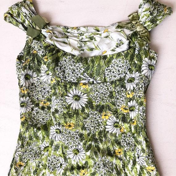 Stunning 1950s Daisy Print Wiggle Dress