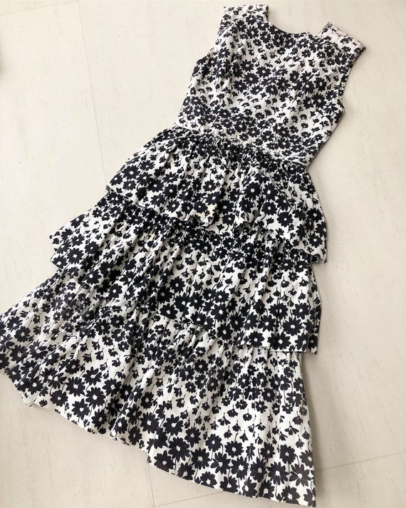 Pretty 50s Black and White Floral Dress