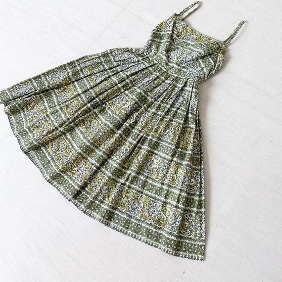 Pretty Paisley Sequinned 50s Dress