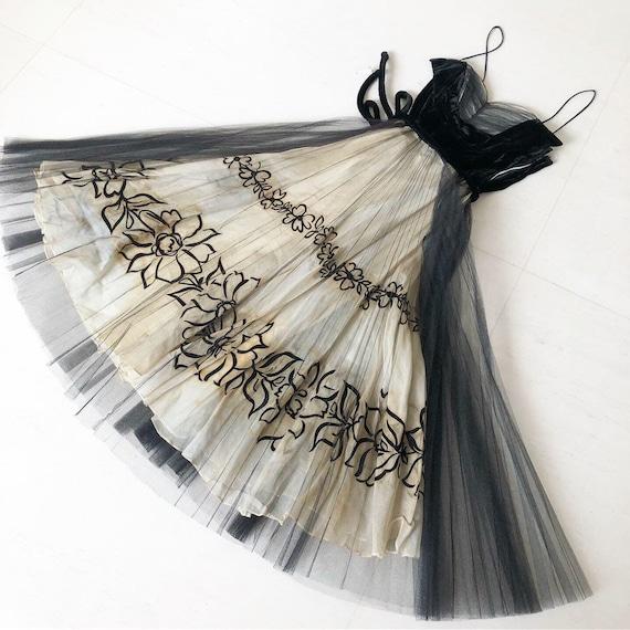 Black Velvet Flocked Floral Beauty