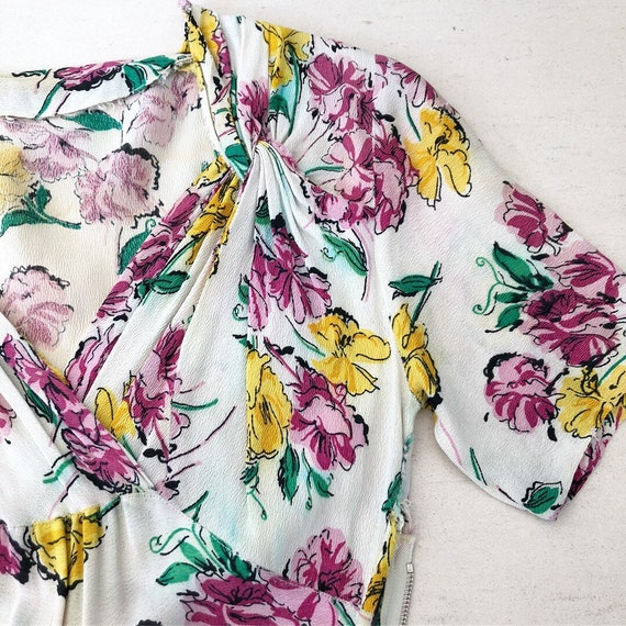 1930/40s Floral Rayon Crepe Dress - image 3