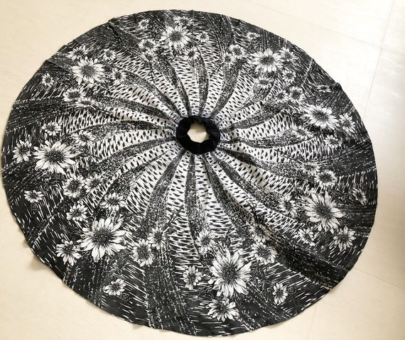 Stunning 50s Black and White Sunflower Full Circle