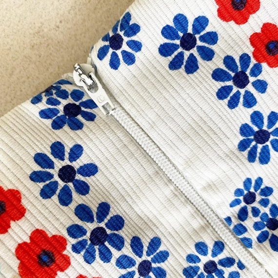Pretty Colorful Floral 60s Sundress - image 9
