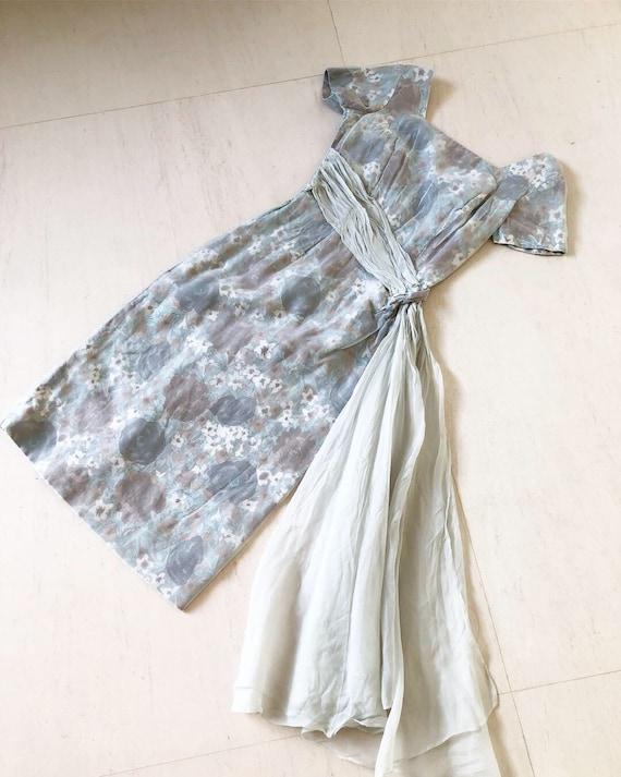 Cool Grey 50s Rose Print Wiggle Dress