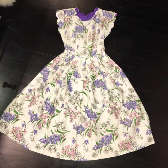 Stunning 1950s Scallop Neckline Floral Dress