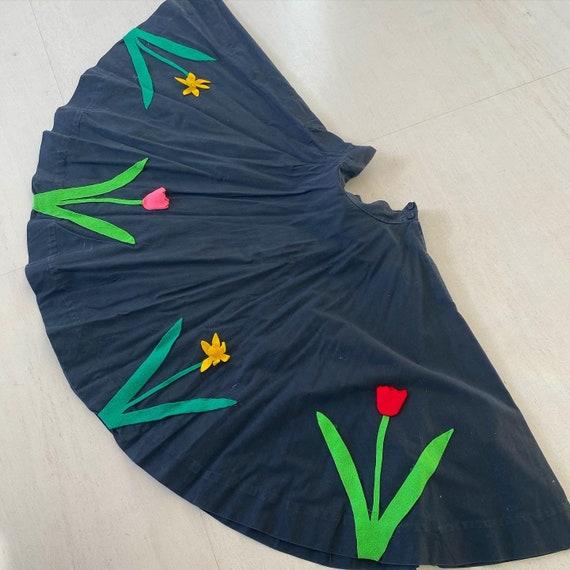 Pretty Tulip Daisy Applique Full Circle Skirt