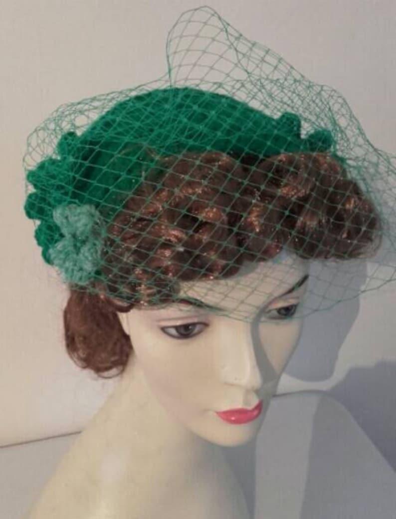 Fascinator 1940s hat 1950s hat half hatemerald green hat  a91aafd6585