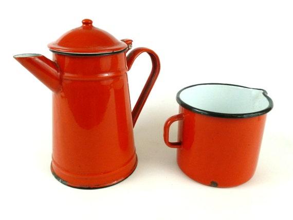Cafetière en émail émail Vintage, Vintage Français / cafetière avec grande tasse à mesurer en émail rouge