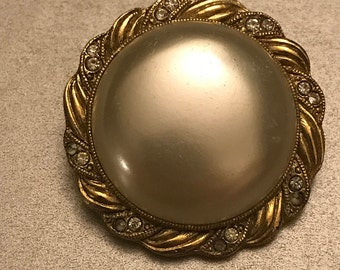 Vintage high-quality Baroque style faux pearl brooch