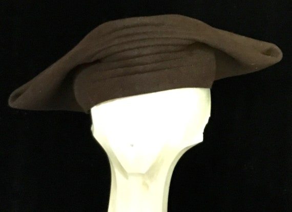 Vintage 1940s Brown Winged Ladies Hat