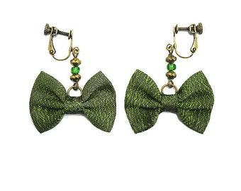 Clip earrings bow tie, green silk.