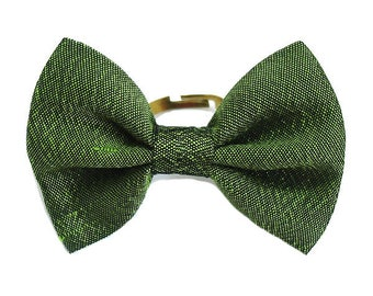 Ring bow tie, green silk.