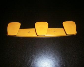 Vintage 70's plastic peg yellow brand Pola number 544