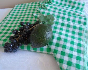 gingham check green and white table cloth and 6 napkins