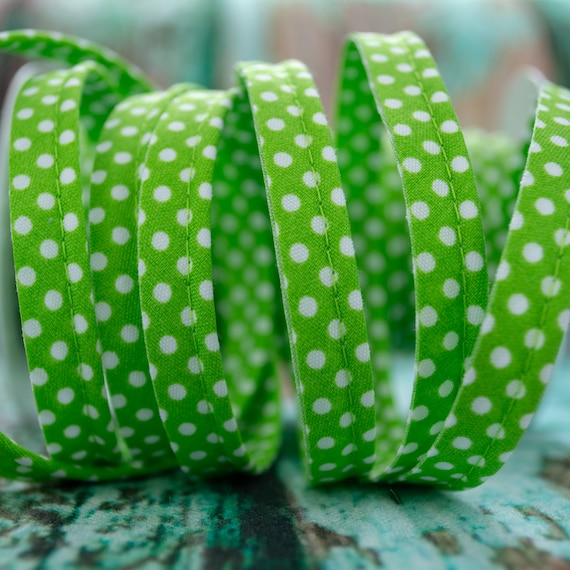Piping stripe light green with white dots, 1,09 yards / 1 meter per piece