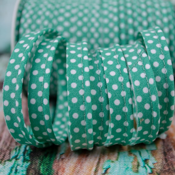 Piping stripe mint with white dots, 1,09 yards per piece