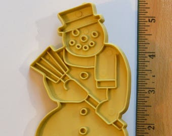 "Vintage STANLEY HOME PRODUCTS Snowman Cookie Cutter | 1971 5"" Beige"