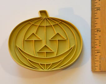 "Vintage STANLEY HOME PRODUCTS Pumpkin/Jack O'Lantern Cookie Cutter | 1969 3.5"" Beige Halloween"
