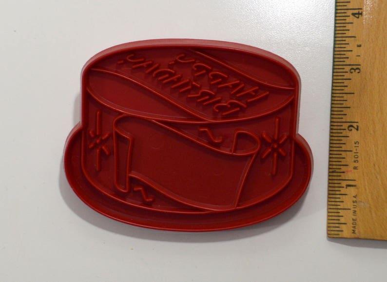 Vintage Tupperware HAPPY BIRTHDAY CAKE Cookie Cutter 1963 3