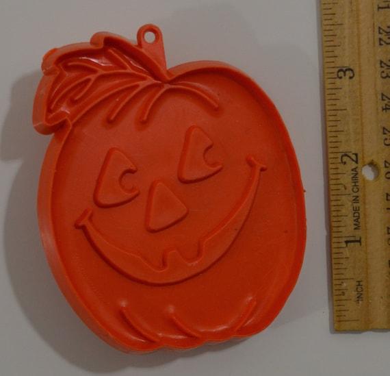 1976 2.75 Hard Medium Orange Plastic Vintage HALLMARK HALLOWEEN PUMPKINJack O/'Lantern Cookie Cutter
