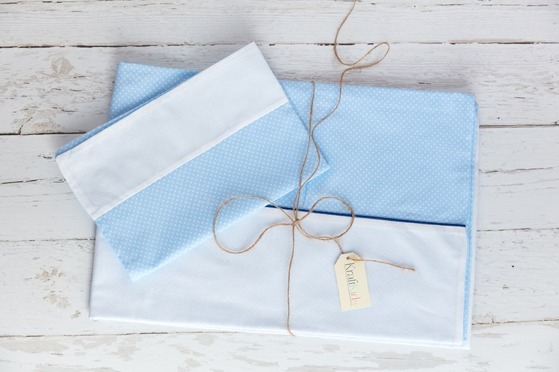 Bettbezug aus Baumwolle handgearbeitete Bettw/äsche gefertigt in der EU KraftKids Bettw/äsche-Set Unirosa wei/ße Punkte auf Grau aus Kopfkissen 40 x 60 cm und Bettdecke 135 x 100 cm