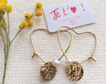 Light gold Creole pendant earrings with heart-shaped anals and white mother-of-pearl beads and Valentine hammered discs