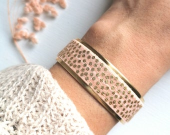 Poetic romantic romantic and trendy gold and powder pink cuff bracelet with adjustable size adjustable size