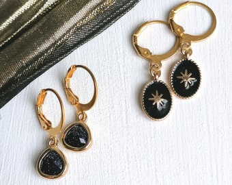 Trendy mini gold short earrings in the shape of sleeping creoles with small black or navy pendants