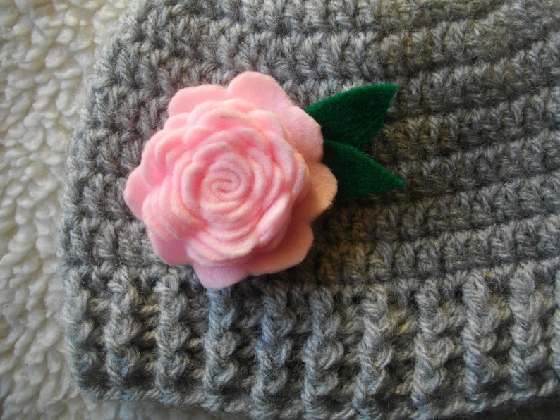 little girl and baby Hat crocheted in gray and the pink felt ideal for large cold flower