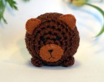 brown grizzly bear plushie keychain - crochet amigurumi